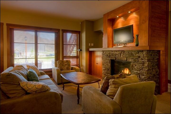 Elegant Living Room has a Stone Fireplace and Flat Screen TV - Professionally Decorated - Great for Outdoor Enthusiasts (6049) - Mont Tremblant - rentals