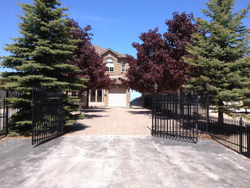Front Entrance - Beautiful condo on the beach, waterfront property - Wasaga Beach - rentals