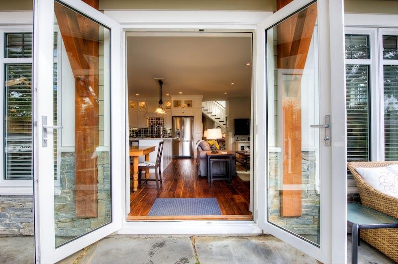 Welcome to the GREAT ROOM at Seabrooke - 4 Bed Luxury Cottage One Block from Parksville Bay - Parksville - rentals