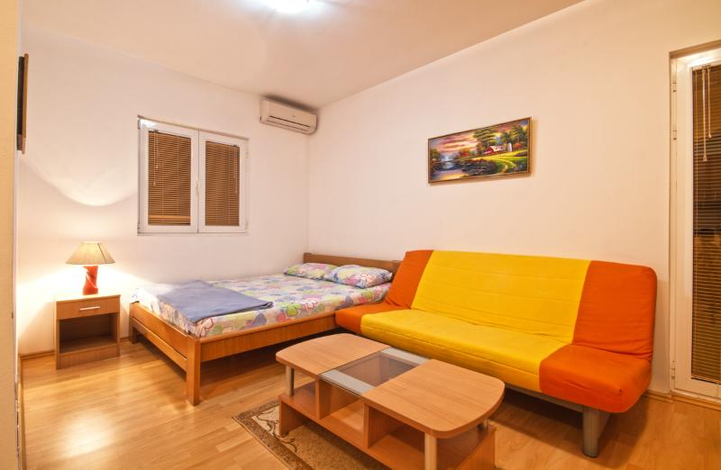 Apartments and Room Dragan - 93141-A1 - Image 1 - Budva - rentals