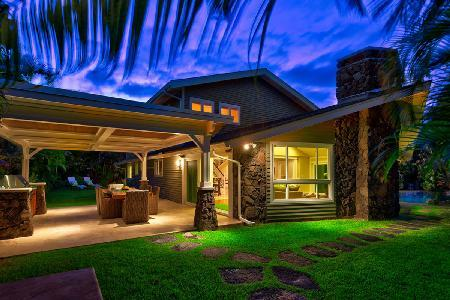 Maluhia villa offers lagoon shaped pool with waterfall & Hot tub, short walk to beach - Image 1 - Kailua - rentals