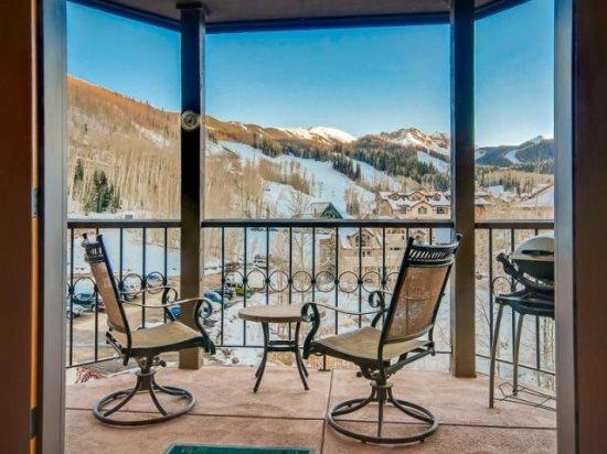 Westermere 410 - Deck with breathtaking views, outdoor furnutire - Westermere 410 - 4 Bd + Sleeping Loft / 4 Ba - Sleeps 10 - Located in the core of Mountain Village - Easy Ski Access - Telluride - rentals