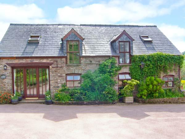 CAECRWN, stunning views of Brecon Beacons, quality accommodation, woodburner, pets welcome, near Brecon, Ref 19083 - Image 1 - Brecon - rentals