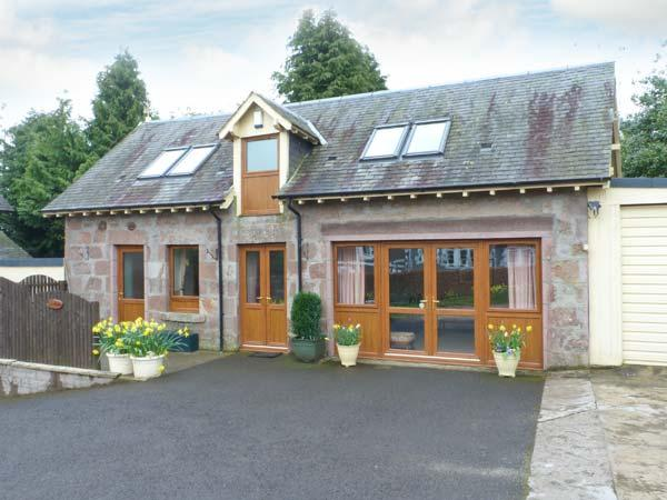 BLAIRMOUNT COACH HOUSE, country holiday cottage, with a garden in Blairgowrie, Ref 2860 - Image 1 - Blairgowrie - rentals