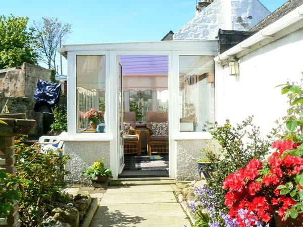 ORTON COTTAGE, pet friendly, with a garden in Lossiemouth, Ref 14012 - Image 1 - Lossiemouth - rentals