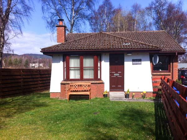 STRATHISLA, pet-friendly single-storey cottage with open fire in Aviemore, Ref 23108 - Image 1 - Aviemore - rentals