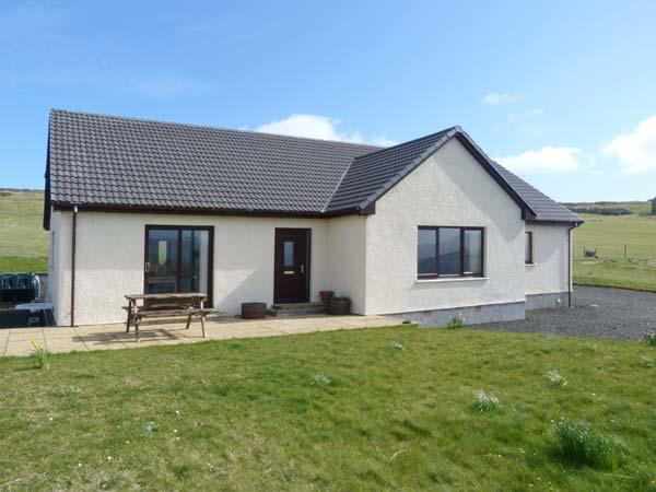 BITACORA, luxury detached cottage, stunning views, wonderful quality base in Ardmore, Dunvegan Ref 25452 - Image 1 - Dunvegan - rentals
