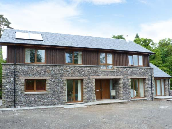 WOODLAND VILLA, pretty woodland surroundings, woodburning stove, Ref 905790 - Image 1 - Oban - rentals