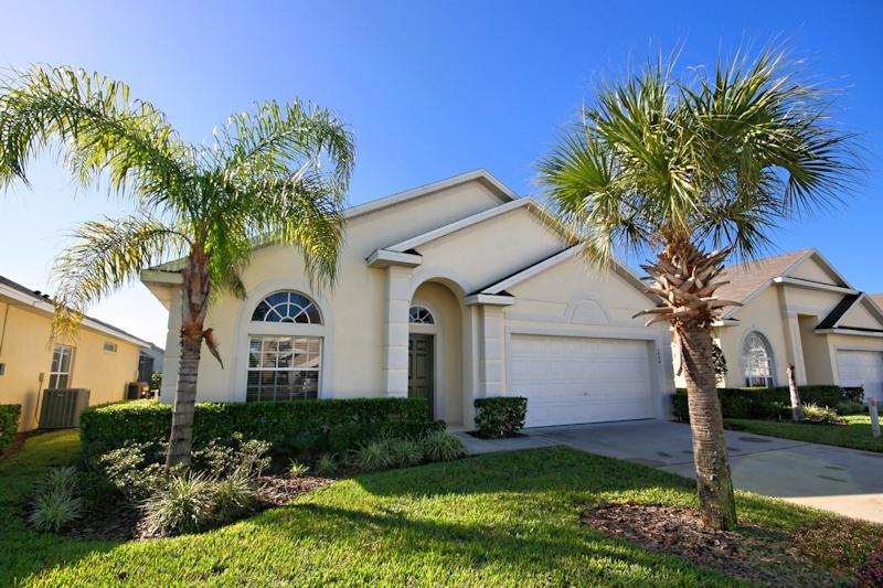 Front View of 'Magic Dreams' - Luxury Florida Villa - Flipkey Rated Excellent! - Clermont - rentals