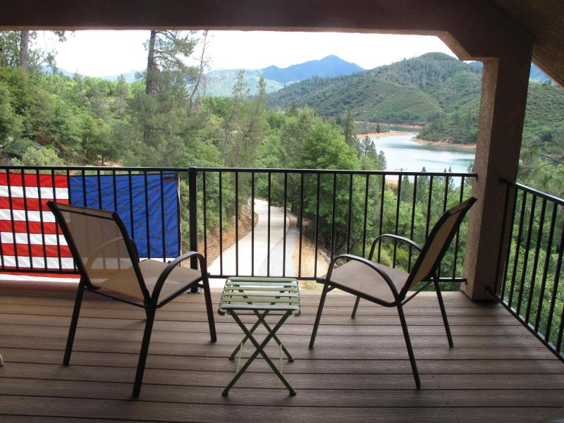 Private Balcony Lake Shasta View - Views! Lake Shasta Vacation Home!  Walk to Lake! - Lakehead - rentals