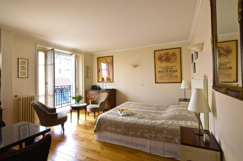 Bedroom View One - Montmartre Village Charming Studio - 18th Arrondissement Butte-Montmartre - rentals