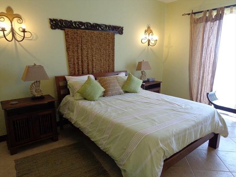 Guest Bedroom with balcony entrance - Villa Catalina Townhome #12 - Playa Flamingo - rentals