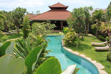 4 BEDROOM VILLA -LARGE GARDEN IN HEART OF SEMINYAK - Image 1 - Seminyak - rentals