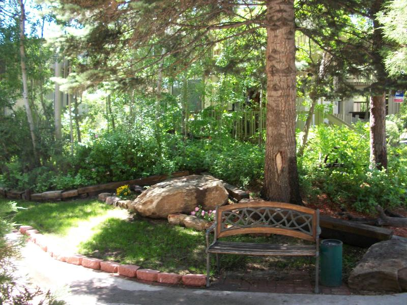 Beautifully landscaped grounds - Apollo Park Executive Suites - Colorado Springs - rentals