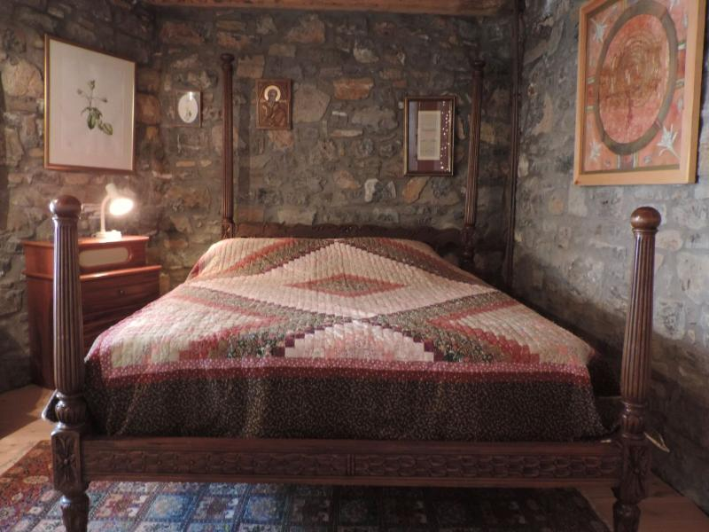 Sweet dreams in this antique Cretan bed with its superb handmade quilt - Albion House, Pano Elounda - Agios Nikolaos - rentals