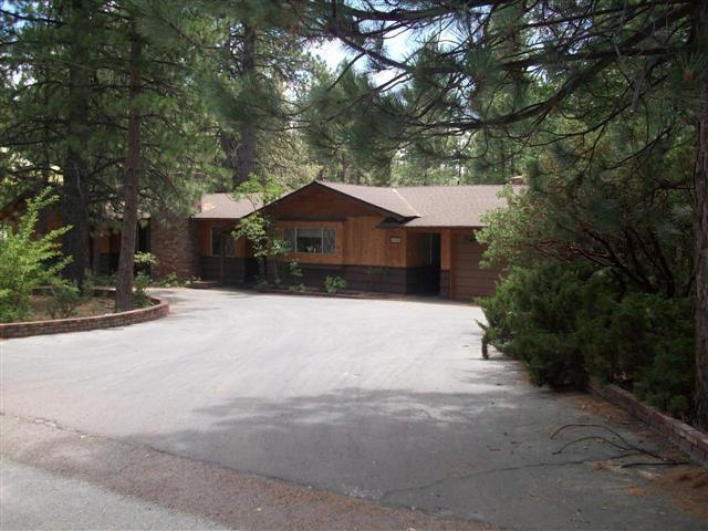 Huge parking space Circular driveway. Double garage exists to back yard.. - Elite Mountain Homes  Spa  Pool  Wheelchair Access - Idyllwild - rentals