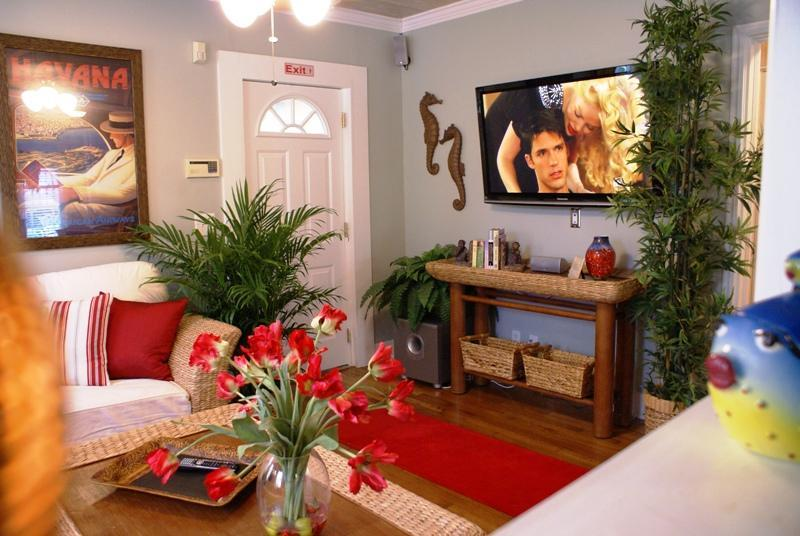 LCD HDTV/DVD, Surround Sound, Satellite, WiFi - Key West Tropical Cottage w/ Optional Guesthouse - West Palm Beach - rentals