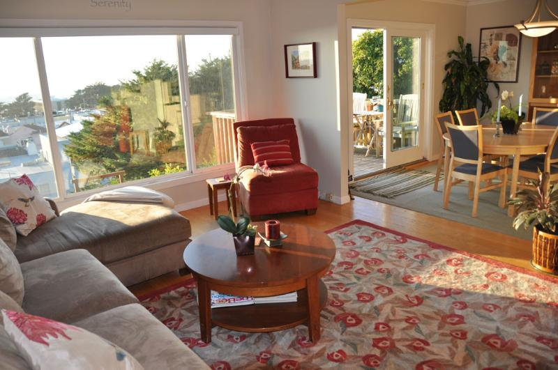 Living Room/Dining Room with Ocean View - Ocean View House, Parking, Transp, Gourmet Kitchen - San Francisco - rentals
