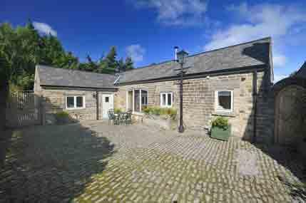 Gooseberry Barn and courtyard - Gooseberry Barn - Dronfield - rentals