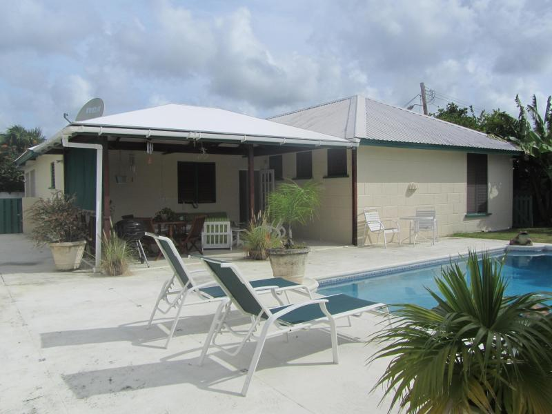 Pool Deck - Beautiful holiday home near beach and restaurants. - Hastings - rentals