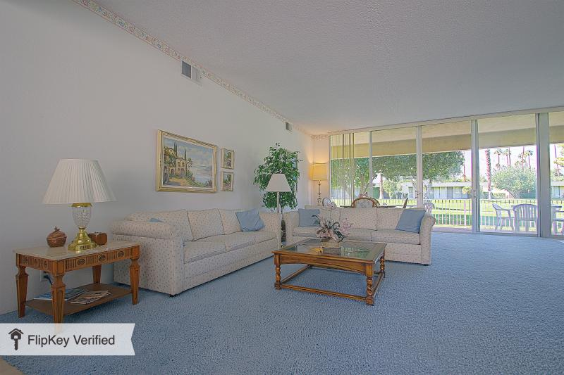 Living room - Palm Springs beauty,  golf, swim, relax in the sun - Palm Springs - rentals