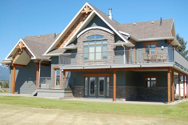 #13 Highlands Home Summer Exterior - Invermere on the Lake 4bdrm Luxury Home! - Invermere - rentals