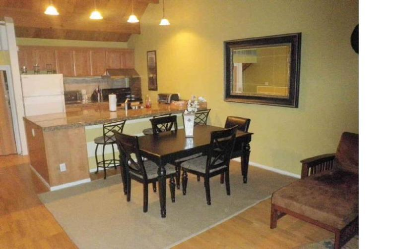 Dining Room and Kitchen - Pool, hot-tub, wi-fi; near beach, skiing, casinos - Stateline - rentals