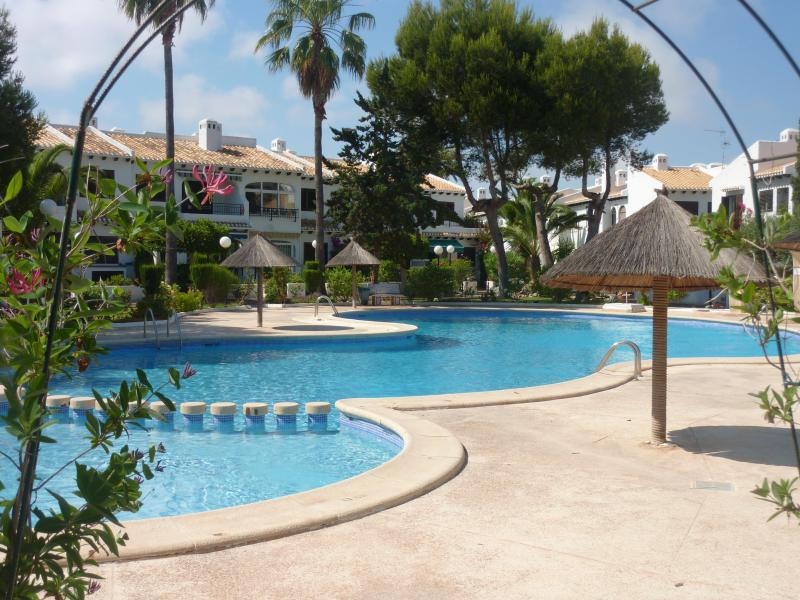 Fancy a dip?...... the wonderful pool area.at Bella Vista. - Traditional Casa in beautiful spot over beach!! - Torrevieja - rentals