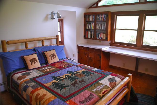 The log bedroom with vaulted ceiling and custom made queen-size bed - Cheerful Super Clean-2 Mstr Bedrms-Fantastic Views - Newfane - rentals