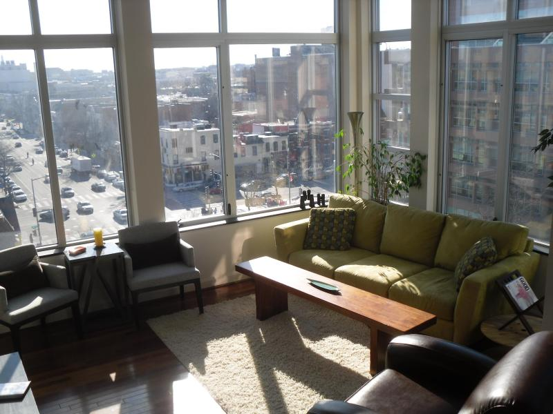 Living Room 1.JPG - Luxury U Street Penthouse with Amazing Views - Washington DC - rentals