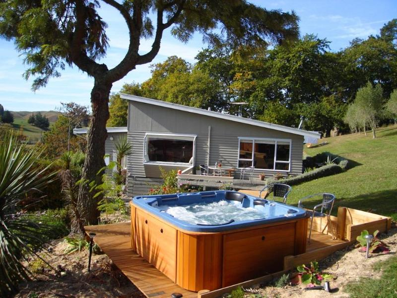 your private outdoor spa - Lemonade Farm Cottage - Upper Moutere, Nelson - Nelson - rentals