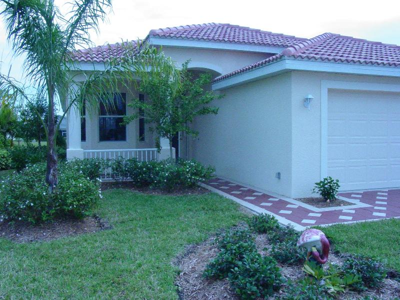 Front of House.jpg.JPG - Gorgeous Golf and Country Club - North Fort Myers - rentals