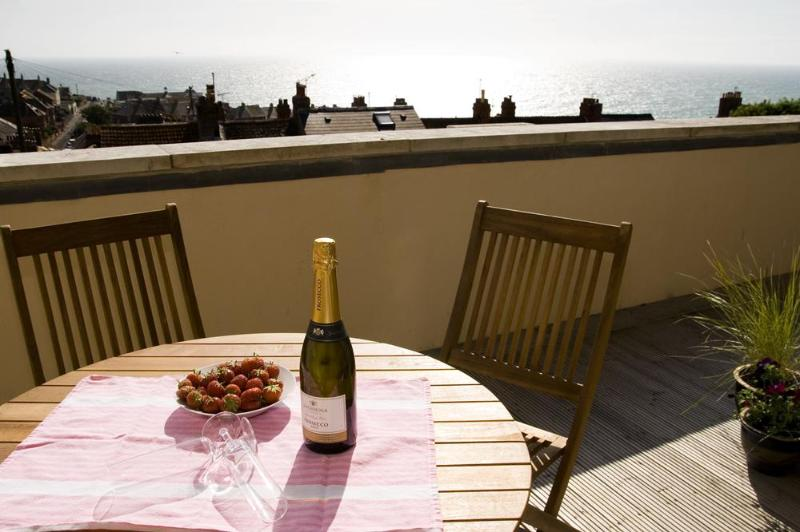 Balcony with fab sea view - 65 Fortuneswell, Portland, Dorset, Weymouth - Isle of Portland - rentals