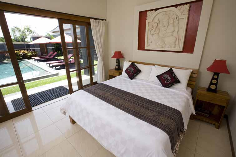 Downstairs Bedroom - Affordable Luxury 3 Bedroom Villa and private pool - Canggu - rentals