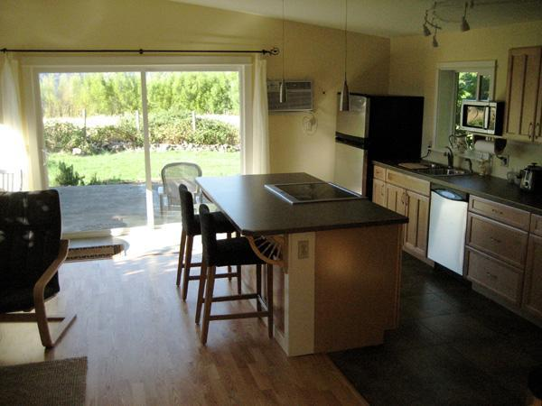 Gourmet kitchen/living area - Studio on Post Canyon -- 3-night Minimum Stay - Hood River - rentals