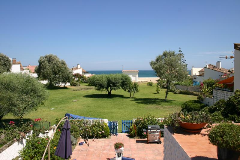 Med view from upper terrace and bedroom - A stone's throw from a quiet Beach ,Costa Del Sol - Estepona - rentals