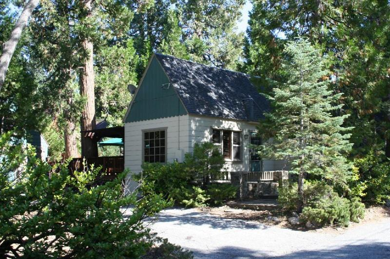 Welcome to the Cottage - Charming Vintage Arrowhead Cabin Close to Lake - Lake Arrowhead - rentals