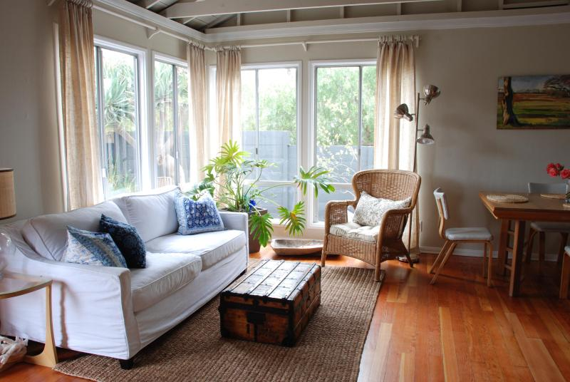 Light filled living room, wood floors - Palms Cottage - Los Angeles - rentals