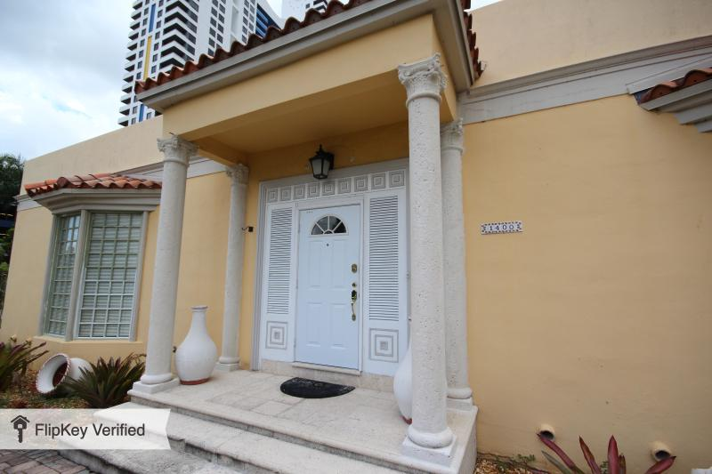 A Diamond in the Heart of South Beach, 4 Bedroom Villa for up to 10 people - Image 1 - Miami Beach - rentals