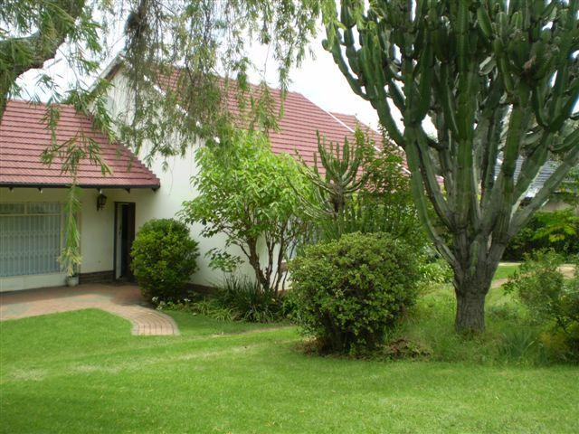 front view - 3 / 4 bed fully furn house short term in Sandton - Sandton - rentals