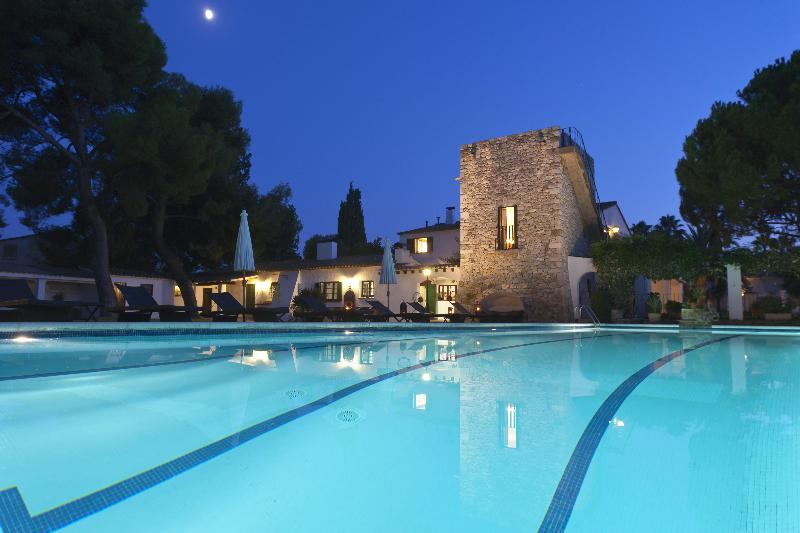 Pool in the evening - Villa Sitges Barcelona sumptuous garden 23m pool. - Sitges - rentals