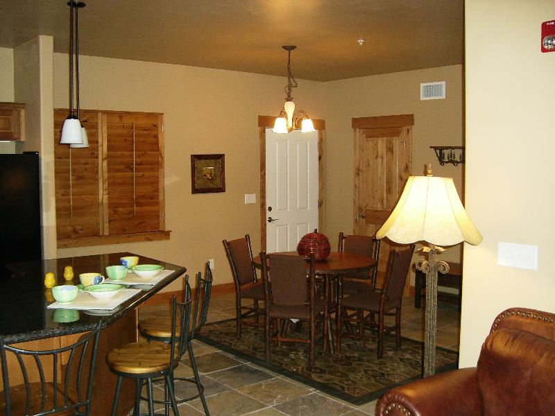 Kitchen & Dining area - Luxury Park City Condo - Extended Stay Discounts! - Park City - rentals