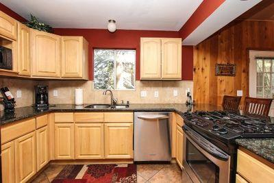 Fully gourmet kitchen w/ granite and stainless appliances - Winter Special 3nts $350-Village/Beach Access - Lake Arrowhead - rentals