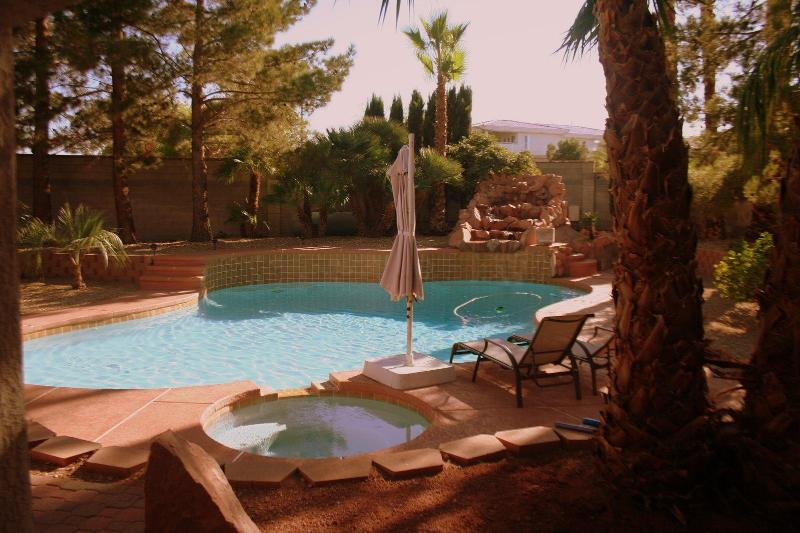 1/2 Acre backyard with pool, spa, horseshoe pit, grill and more - West Vegas Estate - Pool, Spa, Horseshoe Pit - Las Vegas - rentals