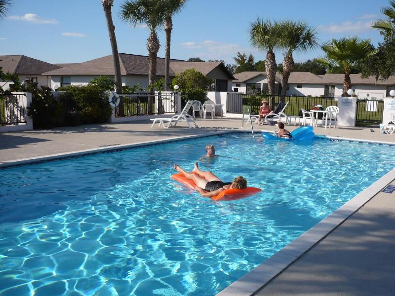 Meet your neighbours! - Escape to the Country Club Villas of Spring Lake - Sebring - rentals