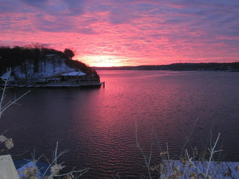 Dawn, Christmas Day 2009 - Lake of the Ozarks - Perfect Views. - Rocky Mount - rentals