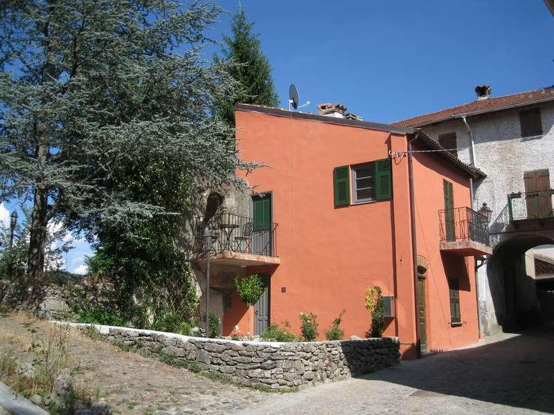 Borgo: a romantic historical house for two - Image 1 - Savona - rentals