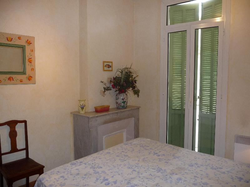 Master Bedroom - SIMPLY THE BEST LOCATION IN CANNES - CLASSIC BLDG. - Cannes - rentals