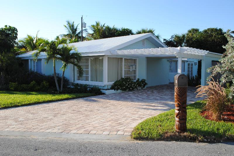 Front of House,  Driveway can fit 3 cars - Walk to Ocean-Beautifull 4 Bd 2BA Juno Beach House - Juno Beach - rentals