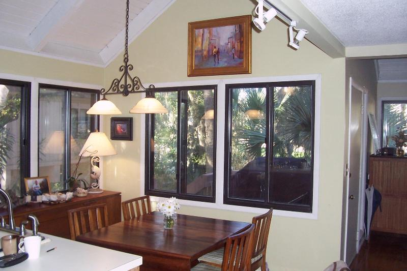 Dining area - 2 Bedroom and Loft , 3 Bath Bungalow - Seabrook Island - rentals